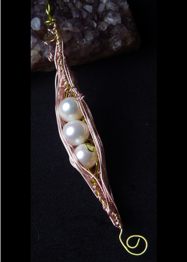 Picture of Calming Hues for the Soul Peapod Necklace #1