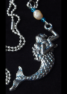 Picture of Mermaid Holding Freshwater Pearl Necklace