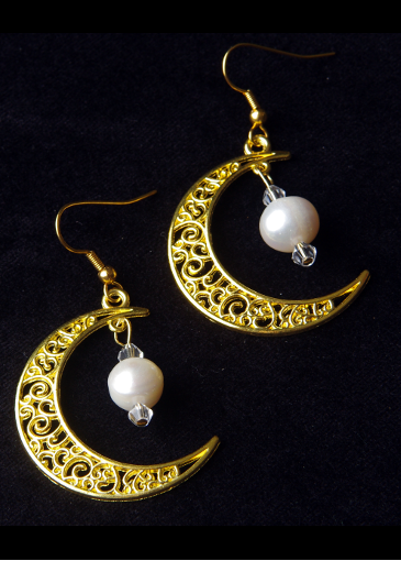 Picture of Golden Moon Freshwater Pearl Earrings